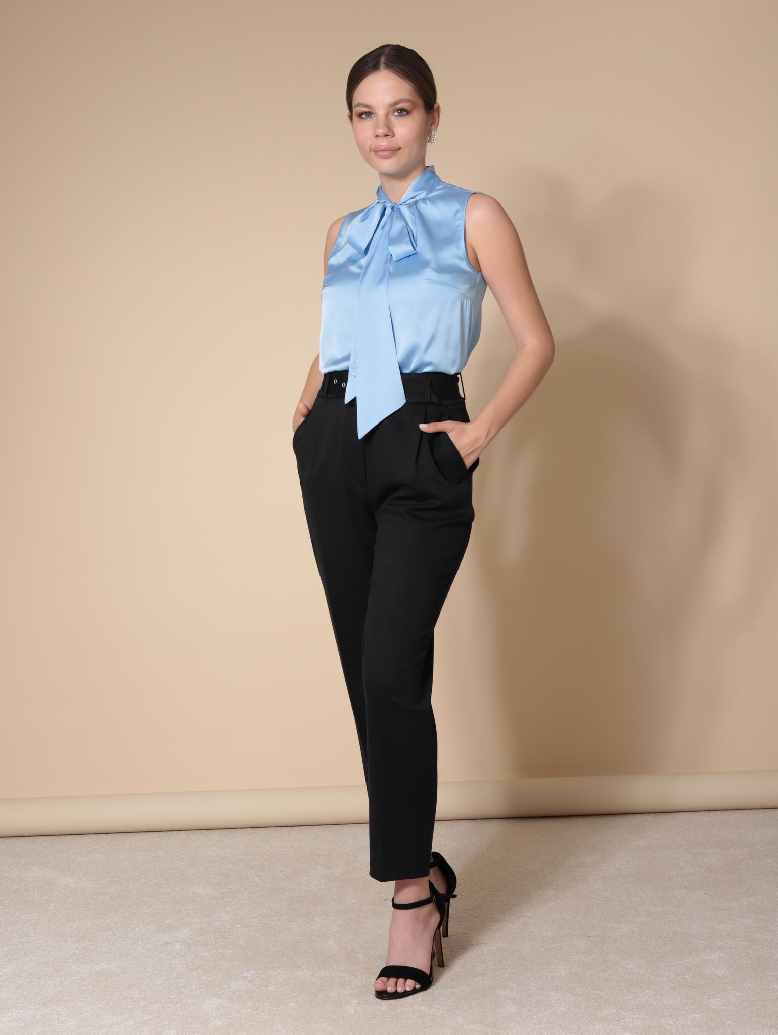 Блузка с воротником-бантом из шелка (голубой)