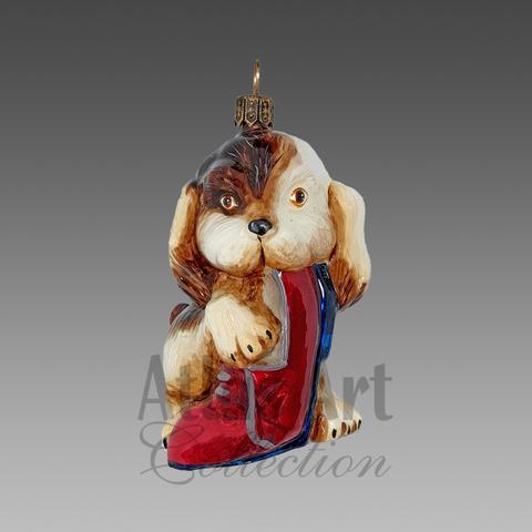 Щенок с ботинком