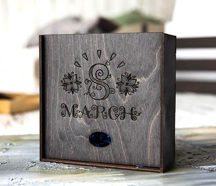 BOX224-1 Подарочная коробка черного цвета «8 MARCH» (17*17*7 см)