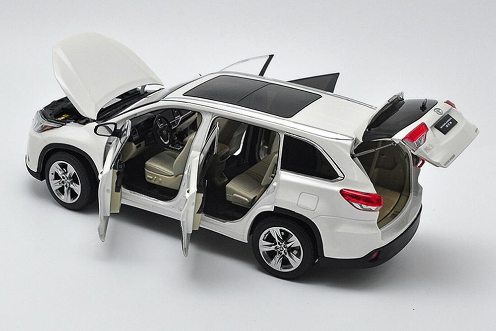 Коллекционная модель TOYOTA HIGHLANDER 2019 WHITE
