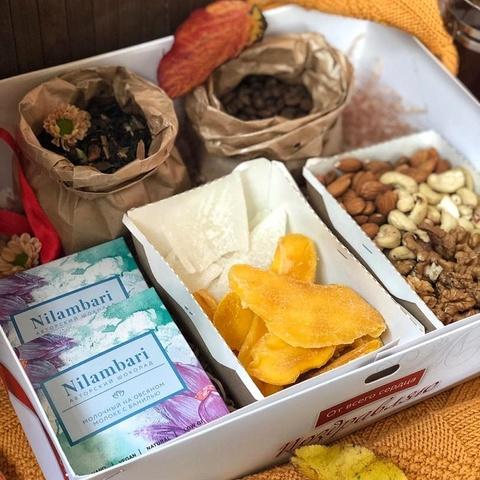 Фотография Подарочный набор чаем, кофе и шоколадом, 910 г купить в магазине Афлора