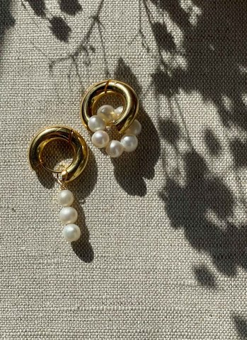 Асимметричные серьги с жемчугом золотые