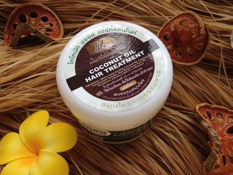 Питательная маска для сухих и поврежденных волос с кокосовым маслом.