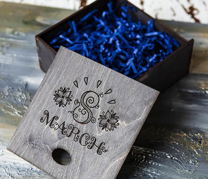 BOX224-1 Подарочная коробка черного цвета «8 MARCH» (17*17*7 см) фото 05
