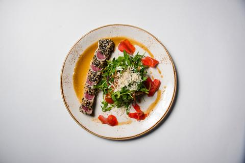 Тёплый салат с тунцом 170г