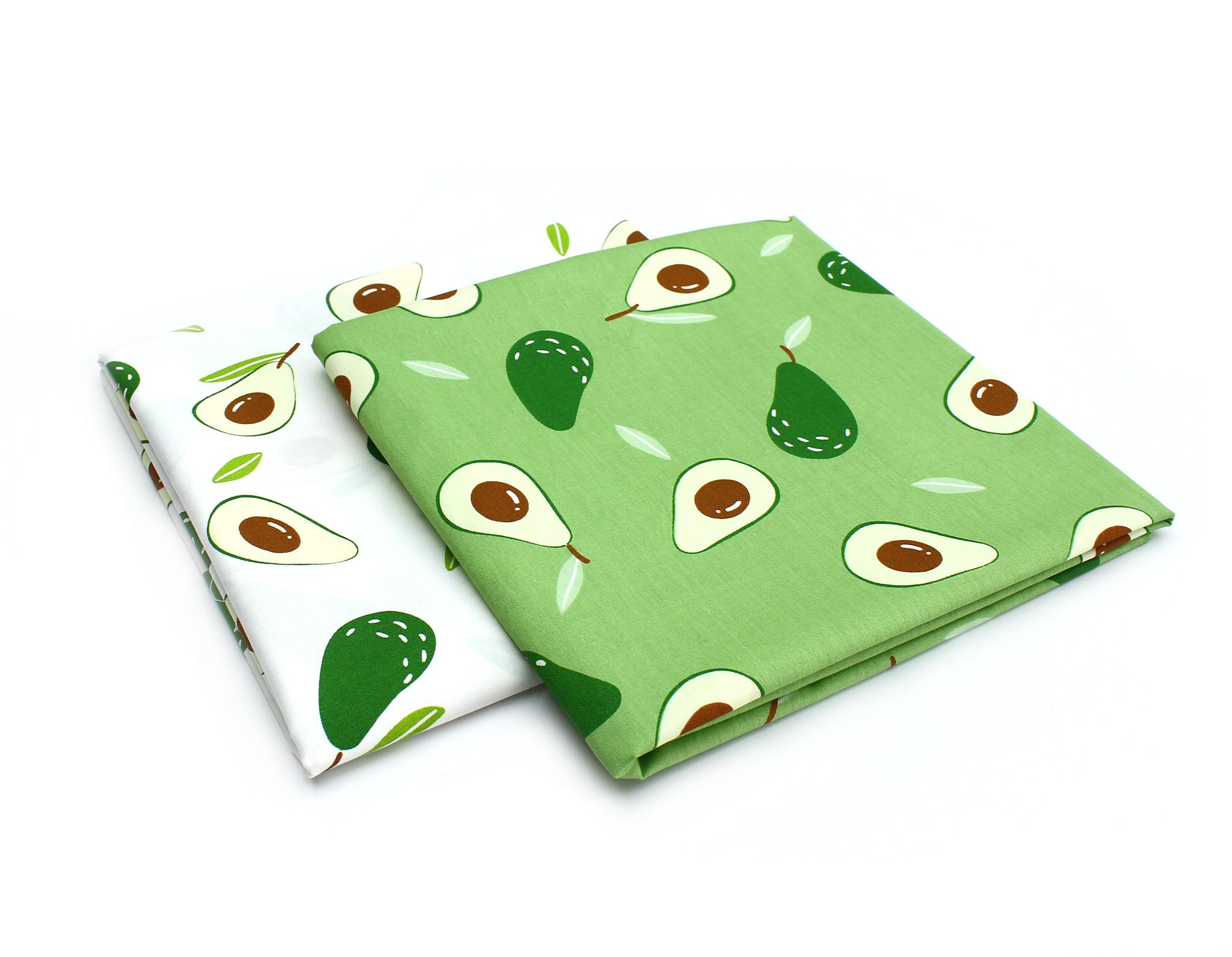 Авокадо на зеленом