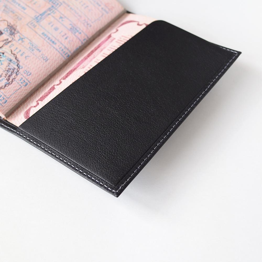 Обложка для паспорта и автодокументов Moscou Easy из натуральной кожи теленка, черного цвета
