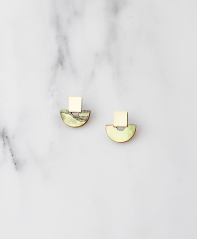 Серьги Mini Marina Studs in Olive Mother of Pearl