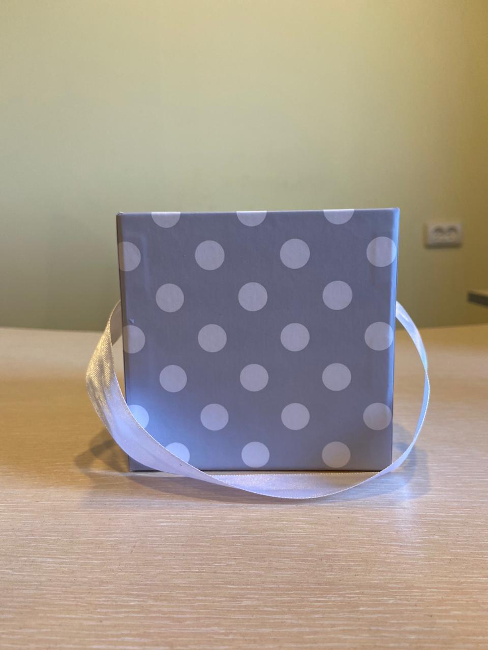 Кубическая коробка 11х11х11 см . Без крышки . Цвет: В серый горох  . Розница 200 рублей
