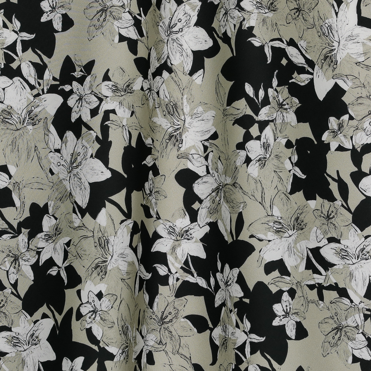 Шёлковое полотно с принтом бежево-белых цветов