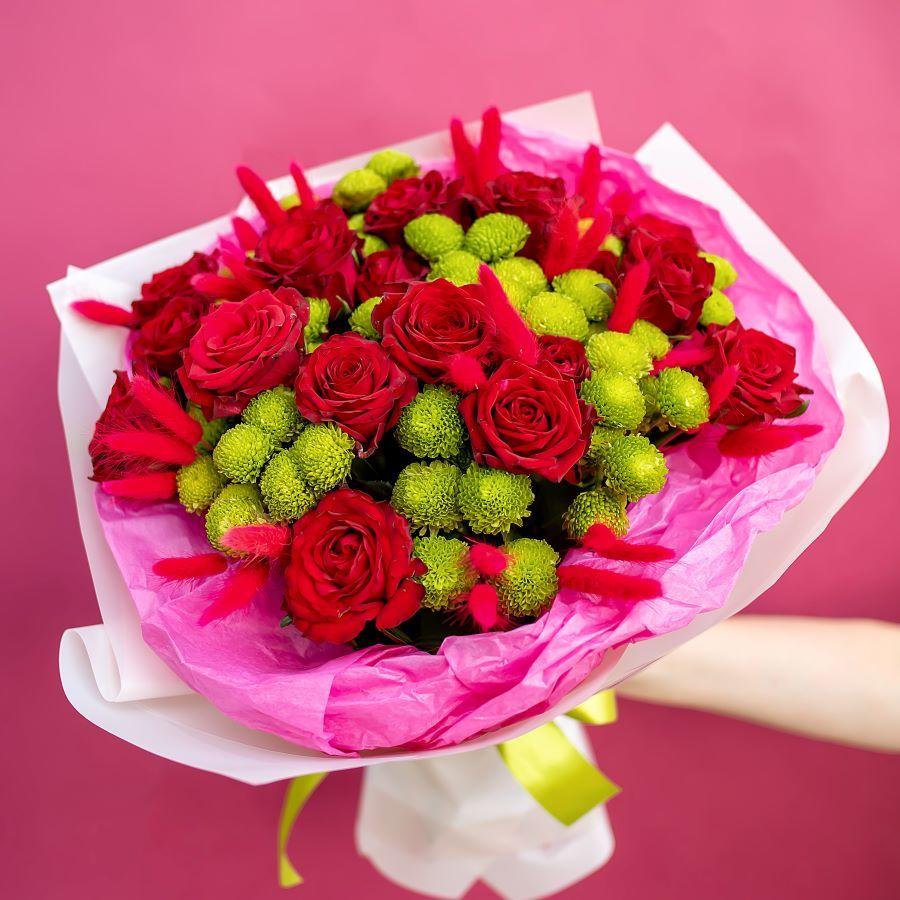 Букет из роза и хризантем