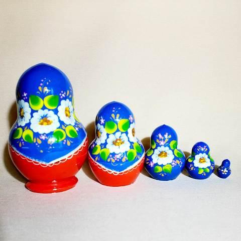 Матрешка авторская Времена года - Лето (синий платок) 5 в 1; Высота 9 см.