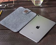 Светлый чехол на липучке для iPad