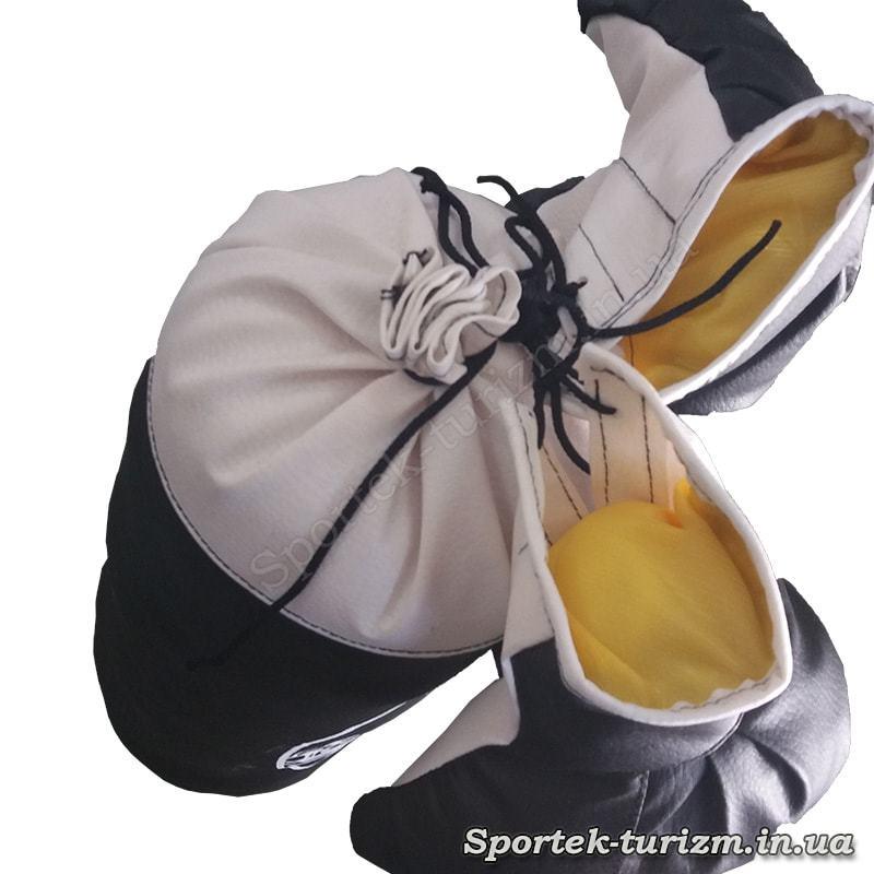 Вид згори на дитячий боксерський мішок Full Contact з перчатками (висота 40 см діаметр 14 см)