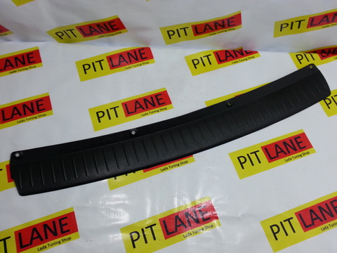 Накладка на задний бампер пластиковая Лада Приора 2 хэтчбэк.