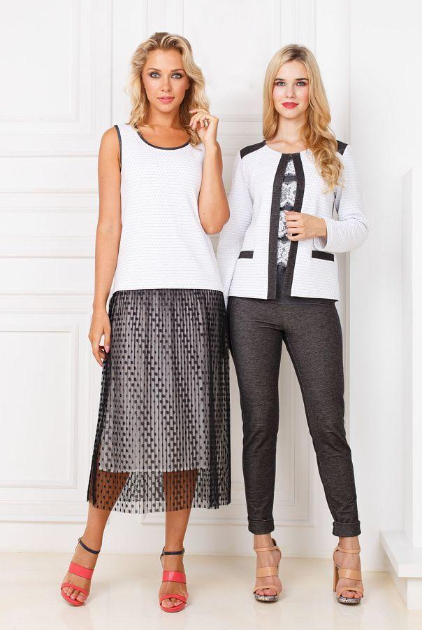 Платье З295-217 - Оригинальный дизайн платья не даст остаться незамеченной. Платье состоит из белого комфортного платья-майки и легкой, прозрачной, темно-серой более длинной юбки. Боковые вырезы на белой юбке приоткрывают ноги, а легкая полупрозрачная сетка делает образ загадочным и игривым. Удачное сочетание цветов выделит вас из толпы на любом мероприятии.