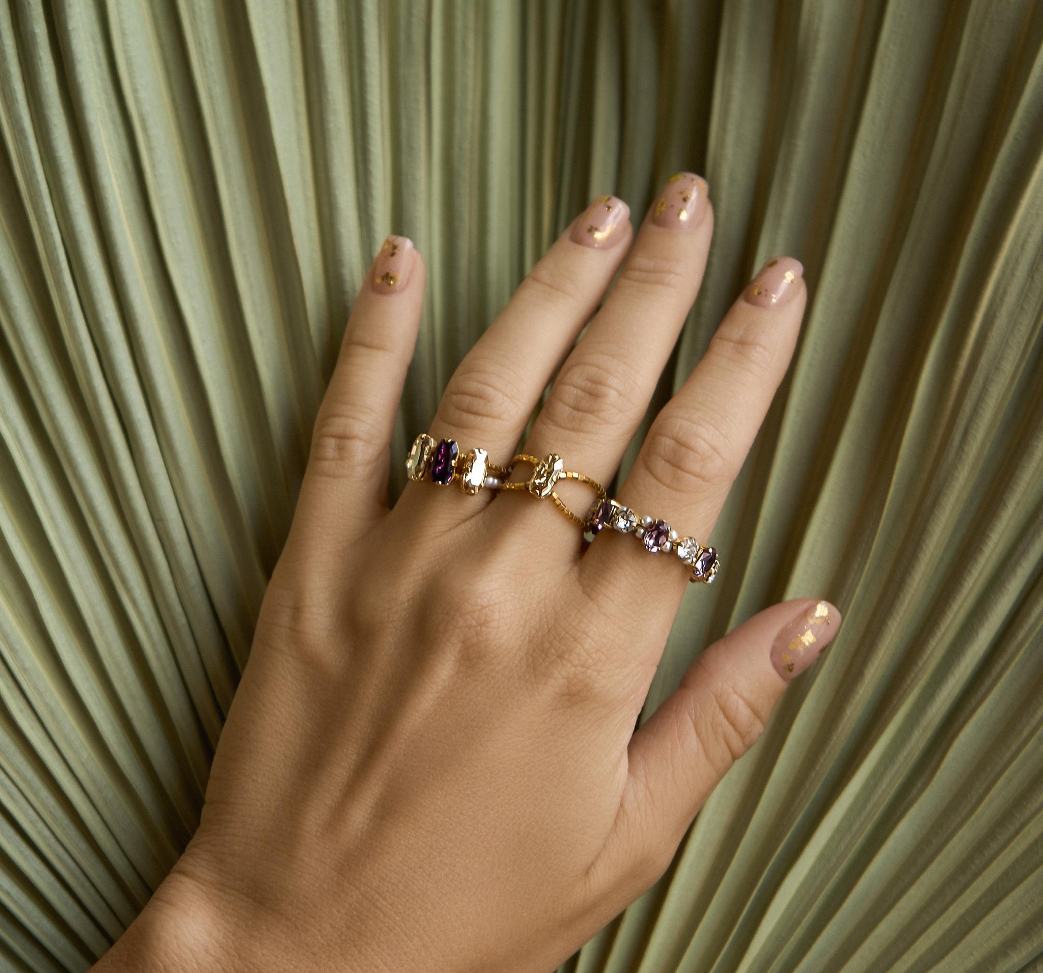 Блистательное кольцо из позолоченного бисера с кристаллами и жемчугом.