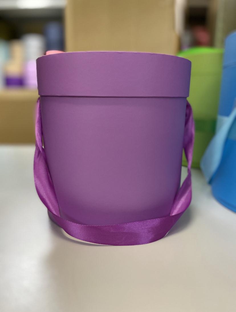 Шляпная коробка эконом вариант 18 см . Цвет: Лиловый  . Розница 350  рублей .