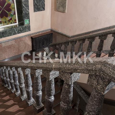 Лестница №1 с гранитными перилами и балясинами