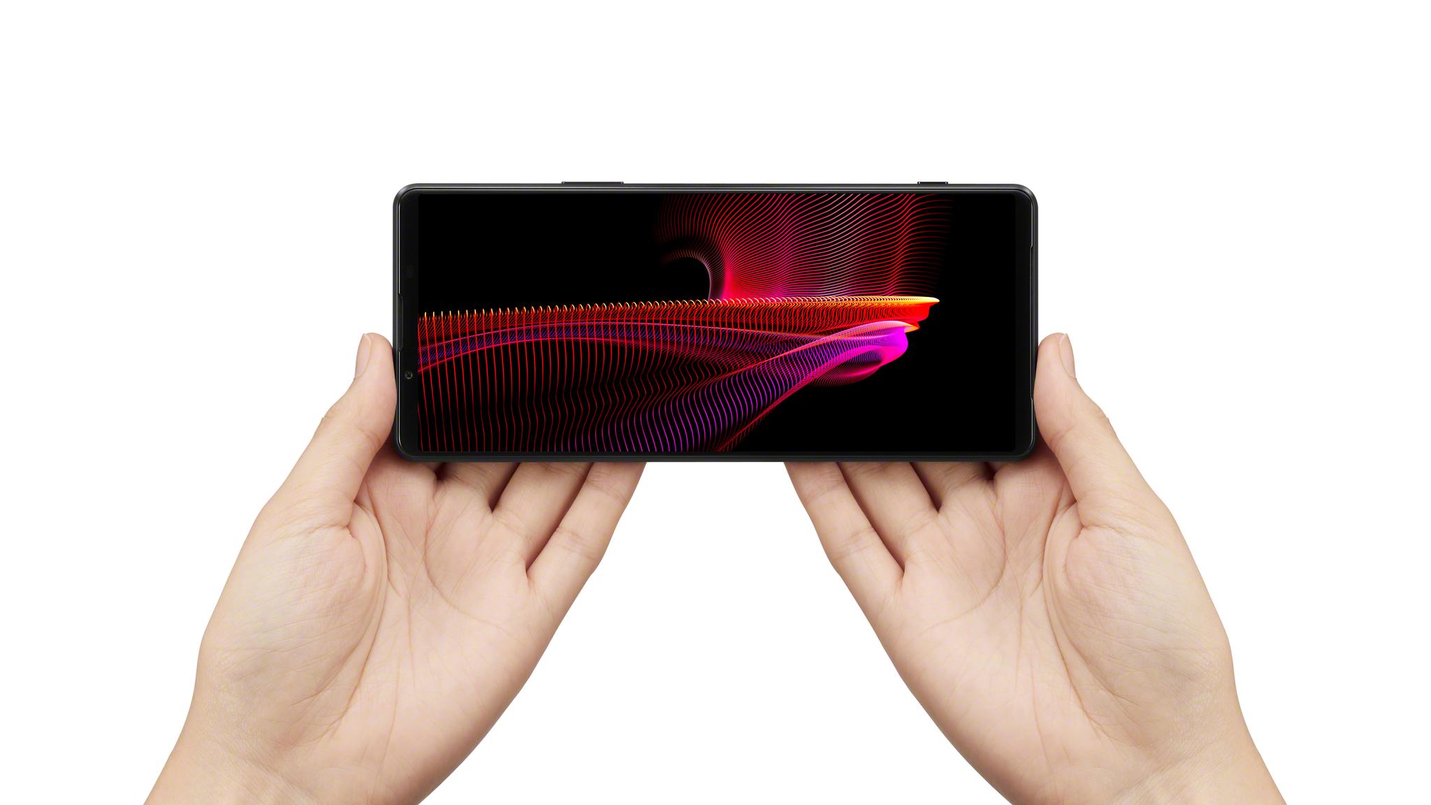 Соотношение экрана 21:9 у Xperia 1 III делает смартфон идеальным для игр и фильмов