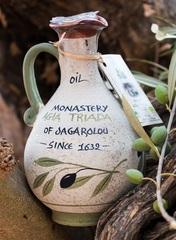 Оливковое масло в глиняном кувшине ручной работы Agia Triada 750 мл