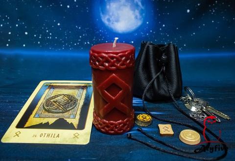 Руническая свеча «Одал»