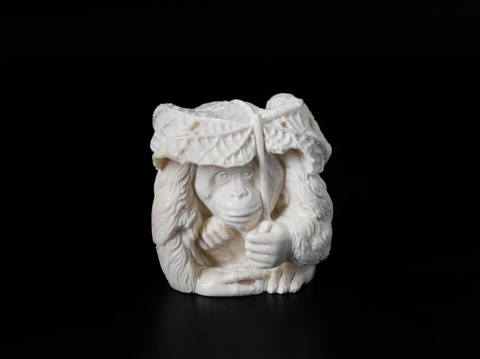Скульптура из бивня мамонта «Год обезьяны»