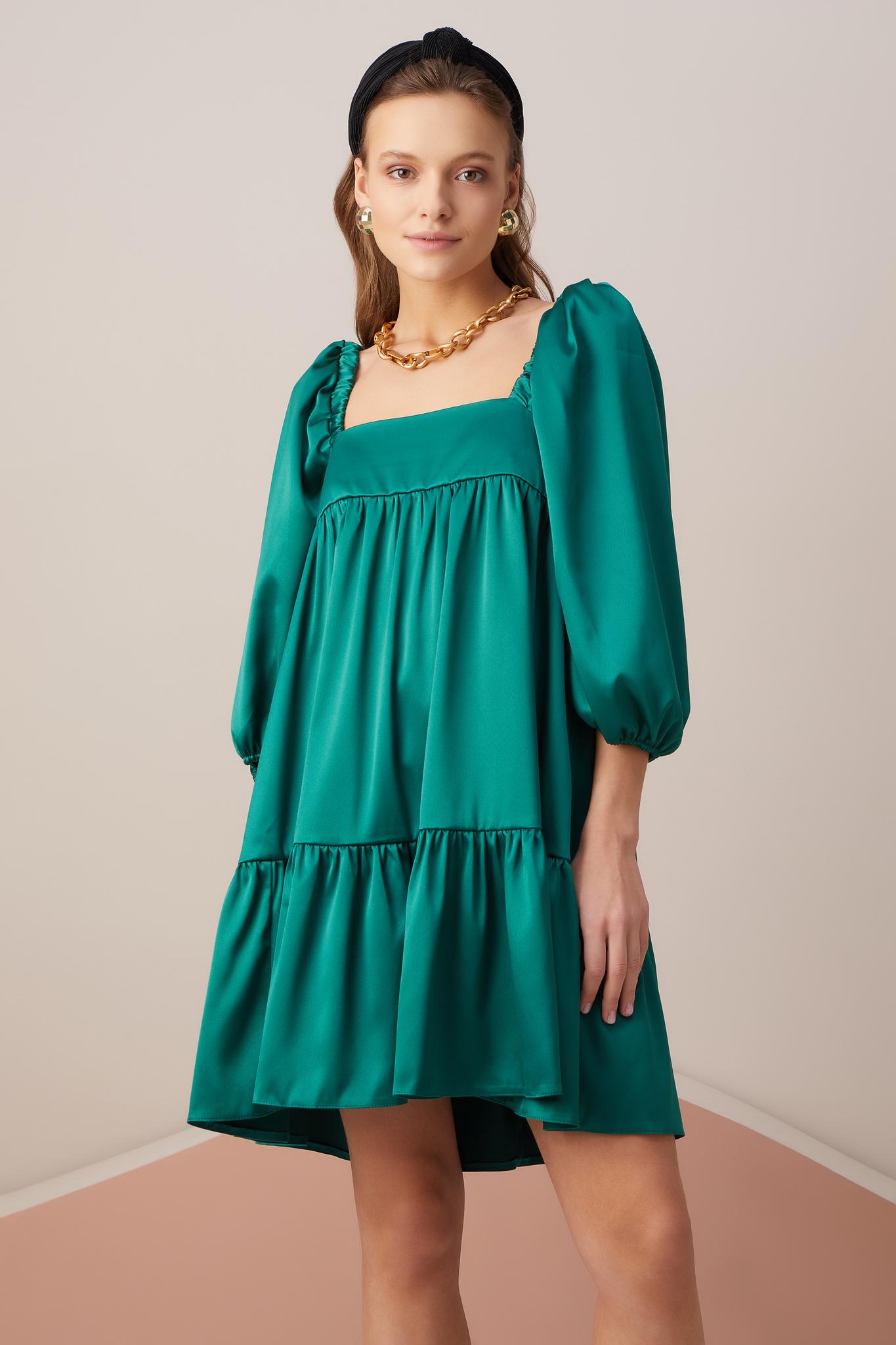 Мини-платье из атласа с пышным рукавом (травяной)