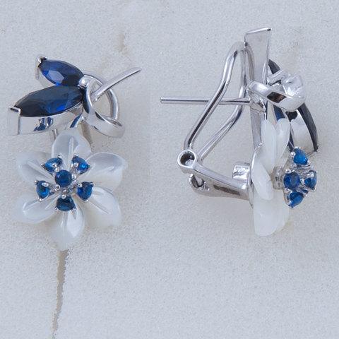Серьги с цветами из белого перламутра и сапфиром Арт.2222бпс