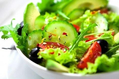 Лёгкий салат из свежей зелени