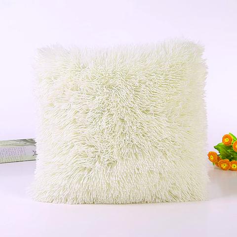 Подушка интерьерная с длинным ворсом молочного цвета