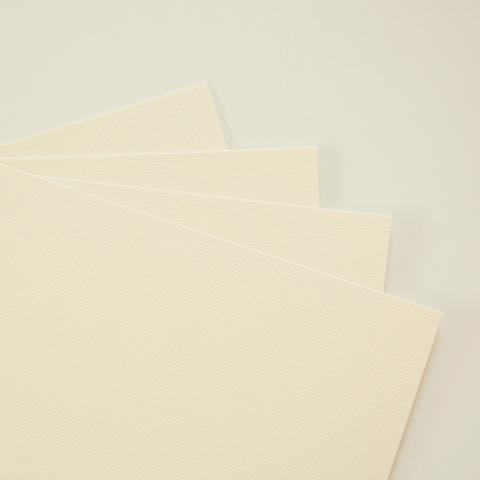Дизайнерская бумага, цвет топленое молоко, с тиснением 285гр/м, размер 21*23см