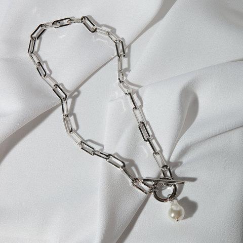 Колье-цепь с замком-тогл и жемчужной подвеской (серебристый)