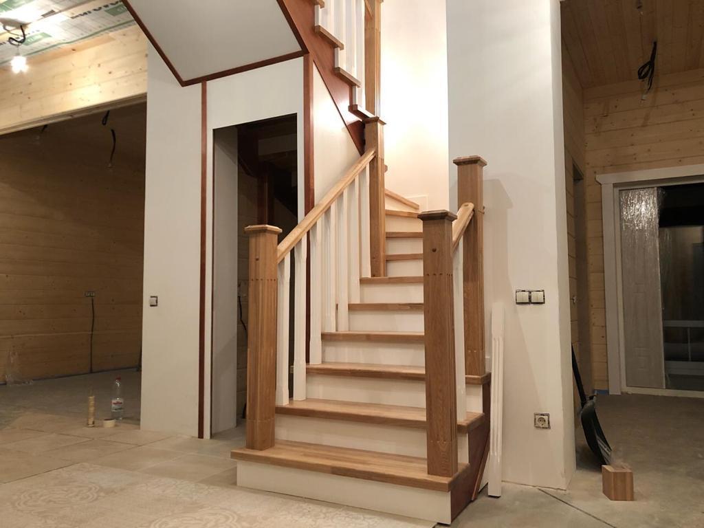 Отделка лестницы ясенем №237