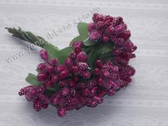 Тычинки с ягодами в букете фуксия