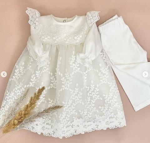 Нарядный костюм на выписку или крестины Цветочки молочный