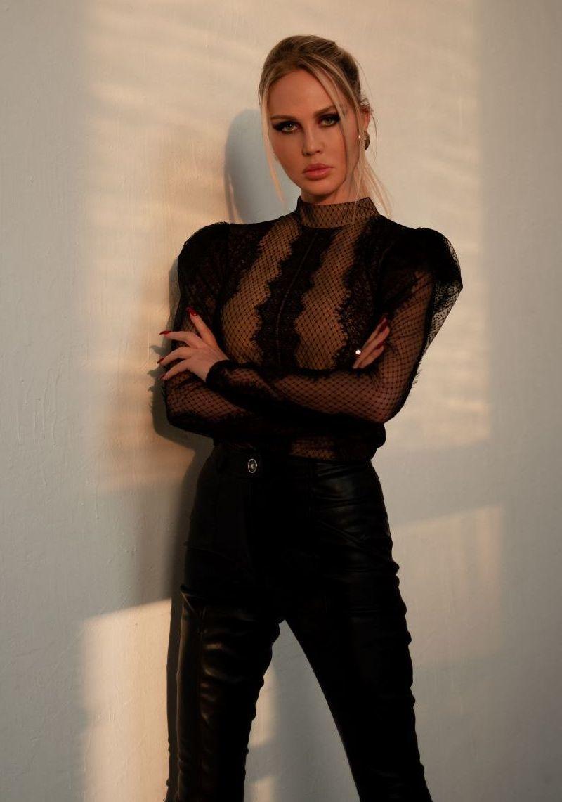 Блуза черная кружевная с крылышками
