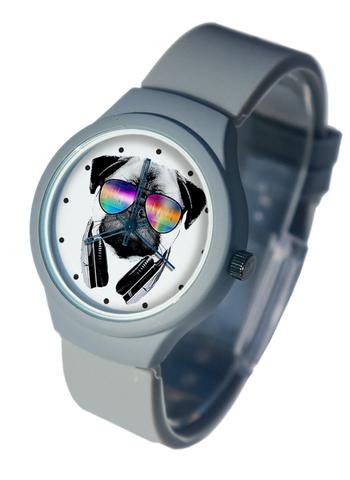 Часы наручные Мопс с наушниками серые