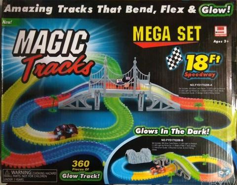 Magic Tracks гибкая гоночная трасса из 360 деталей +мост+ 2 машины