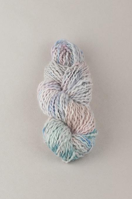 Пряжа из ангоры ручного окрашивания лиловая мятная