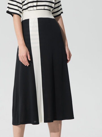 Женская юбка черного цвета с контрастной полосой из шелка и вискозы - фото 5