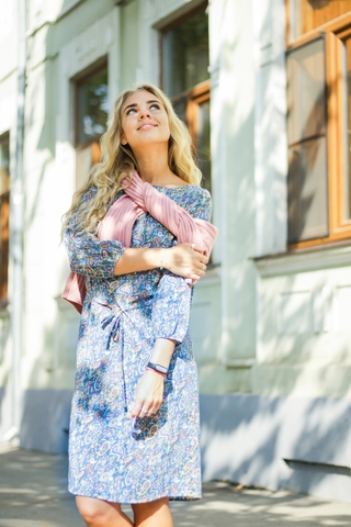 Платье прямое с поясом (синее с огурцами)