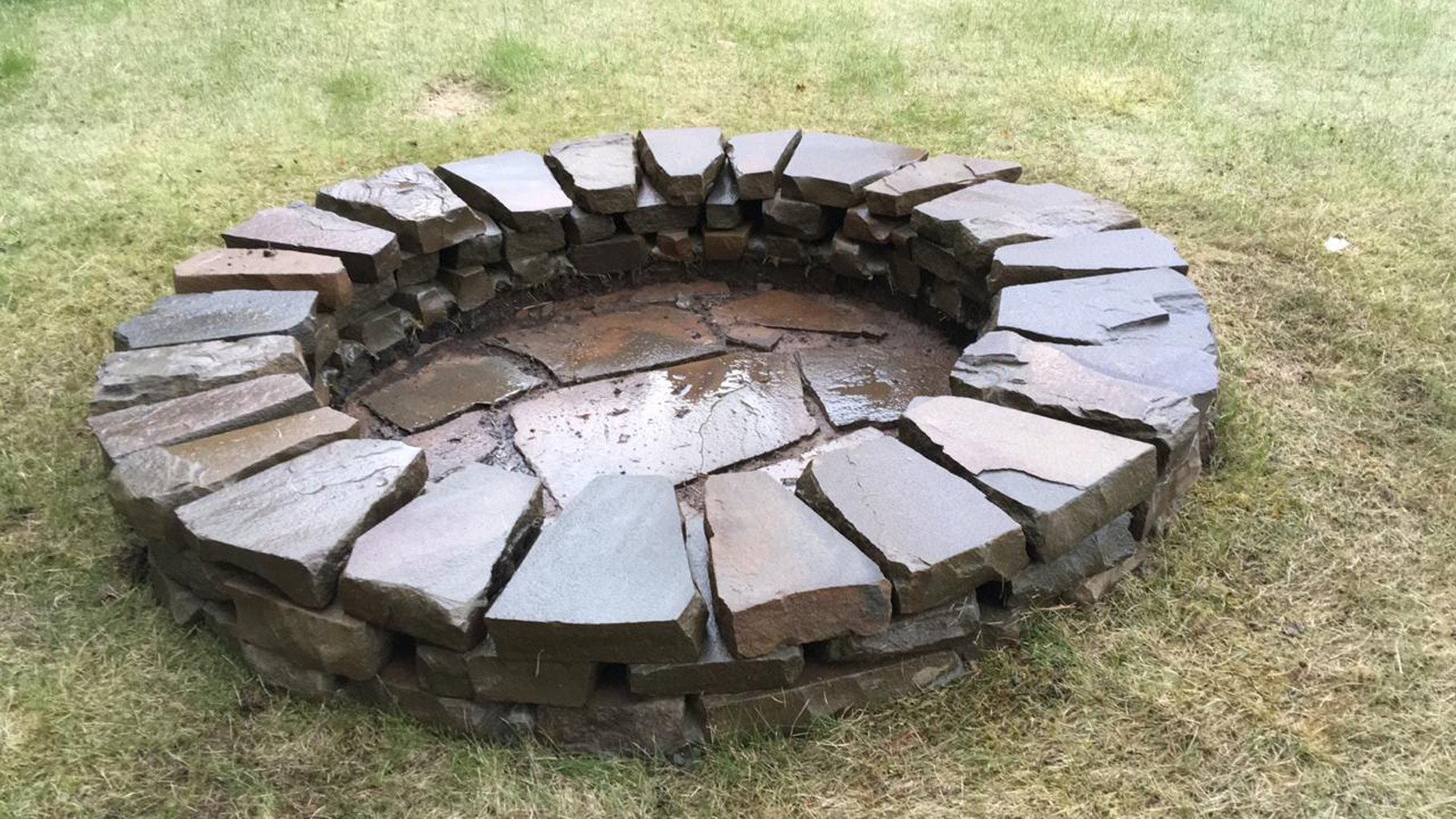 Кострище из камня песчаника Серого 3 кольца