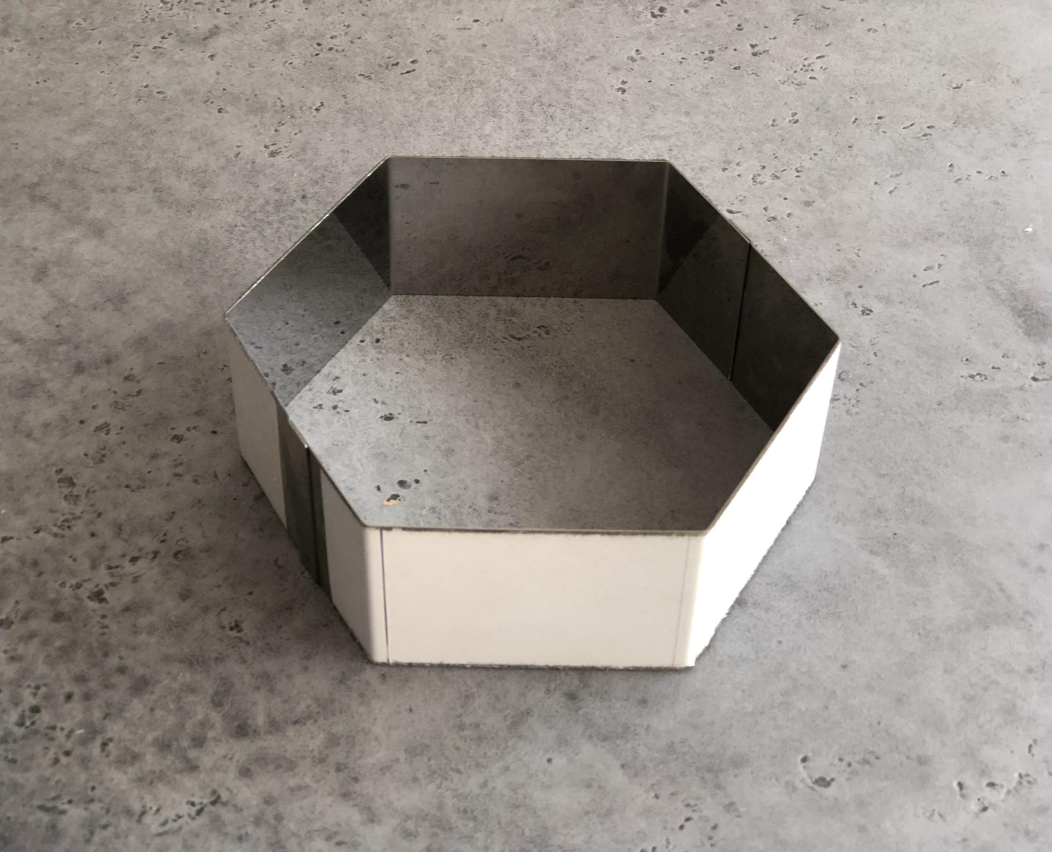 Металлическая форма шестиугольник, 20х5 см