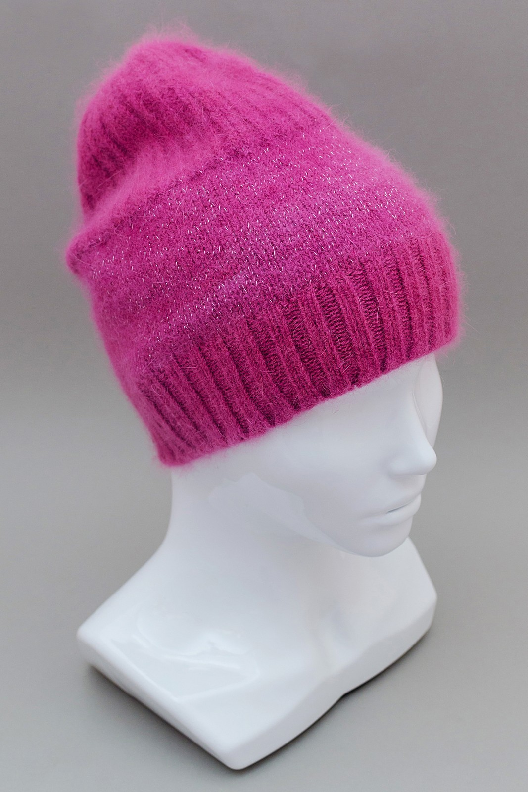 Вязаная шапка из ангоры фуксия