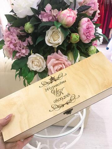 Деревянная шкатулка-коробка под бутылку вина ДекорКоми с гравировкой, именная (фамилия, дата, инициалы)