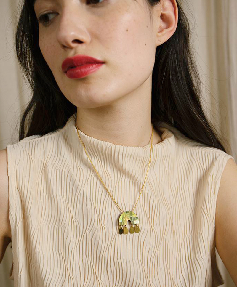 Подвеска Alana Necklace in Olive Mother of Pearl