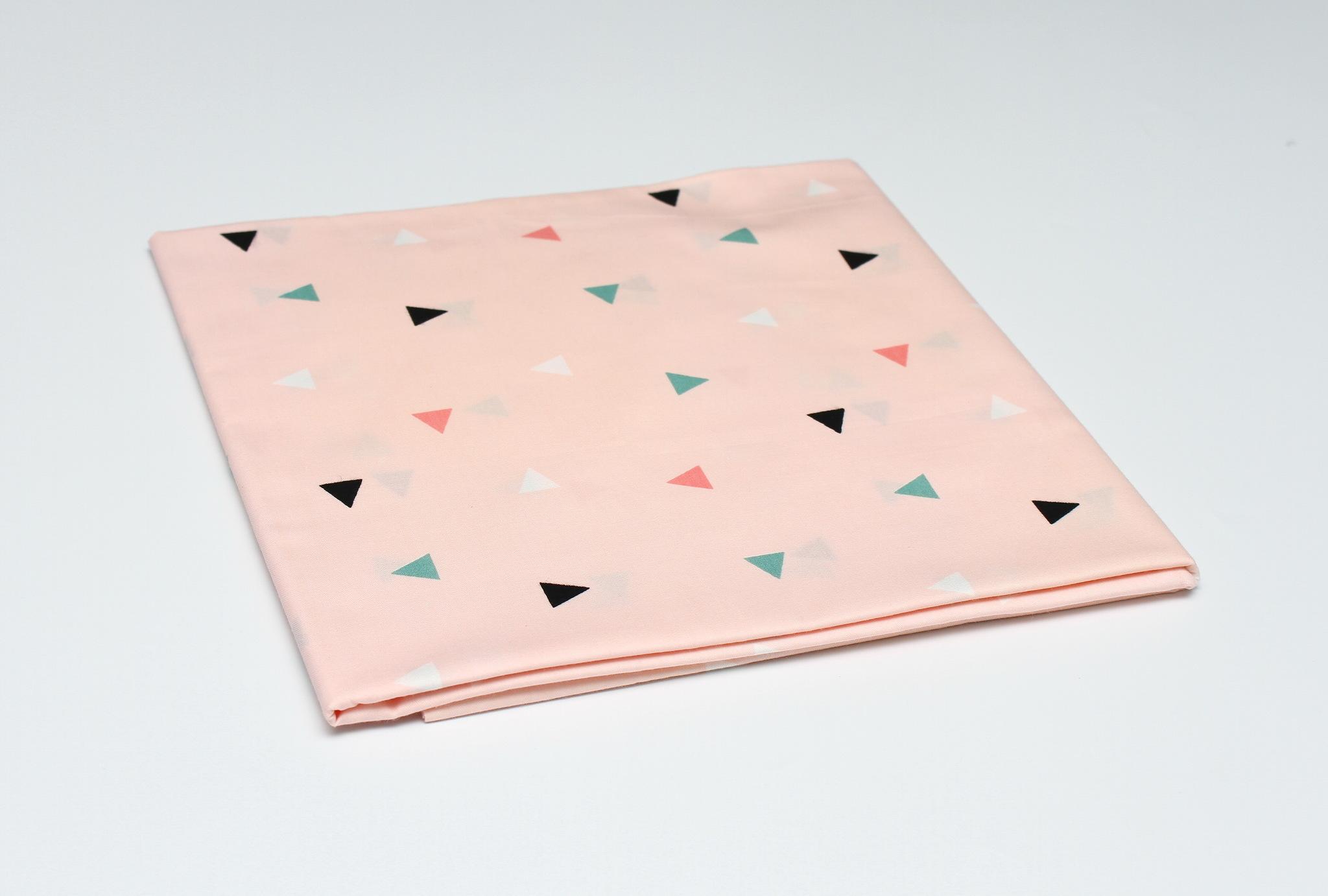 Треугольники розовый фон