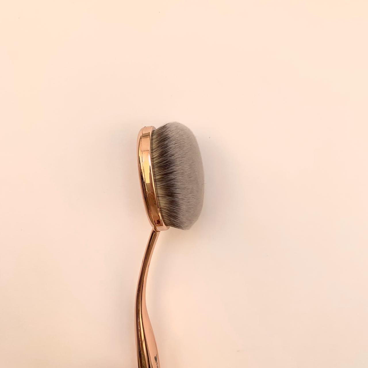 Кисть овальная для макияжа Nascita 0225