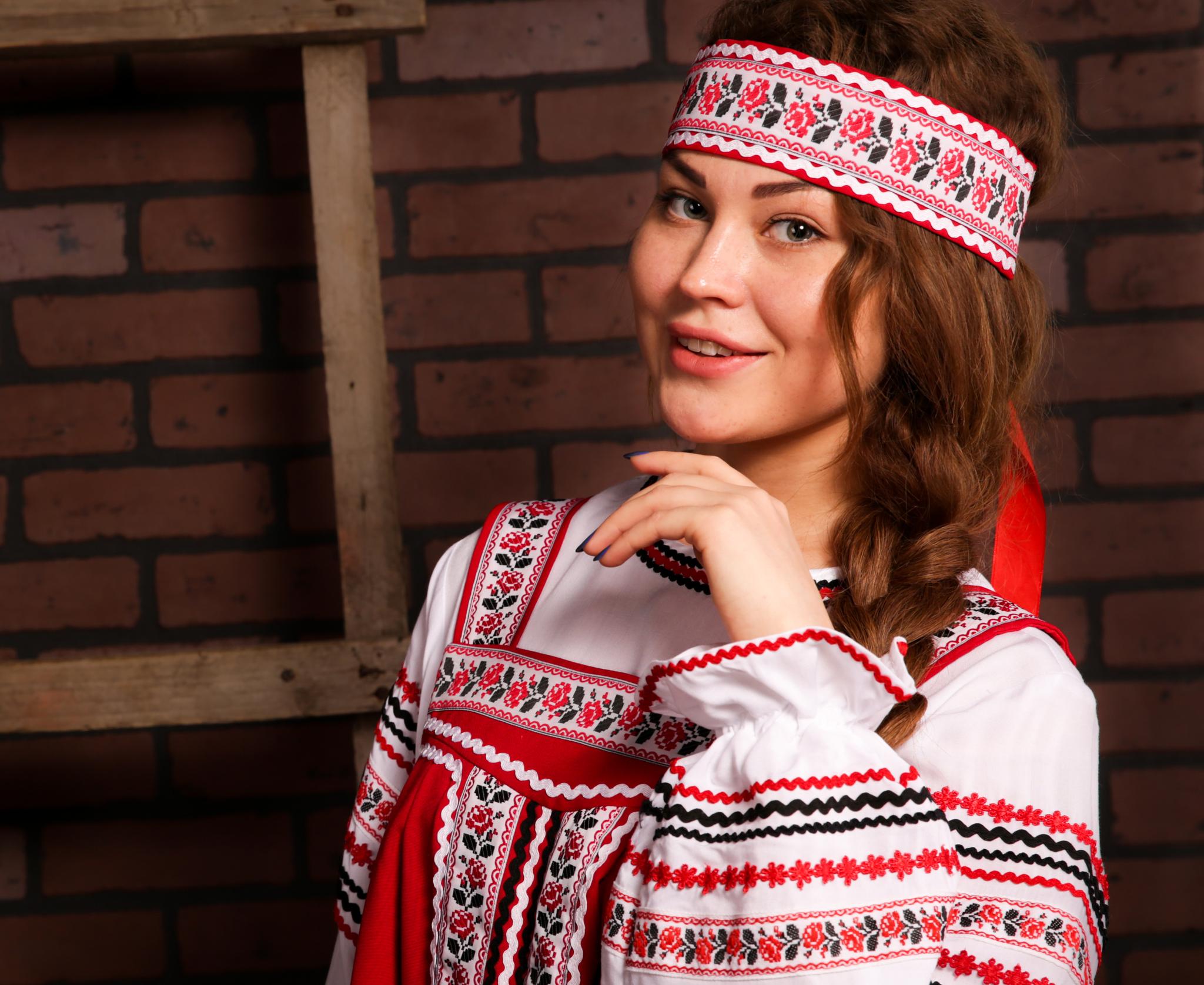 русские традиционные наряды с орнаментом Иванка приближенный фрагмент